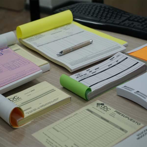 varios tamaños de talonarios que se podrían usar en contratos