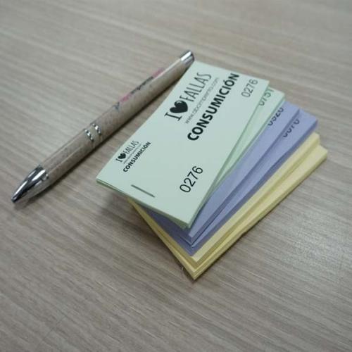 tickets de consumición verde, violeta y amarillo